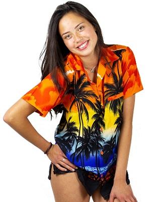 mujer con camisa hawaiana